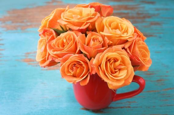 Blumen in der Kaffeetasse