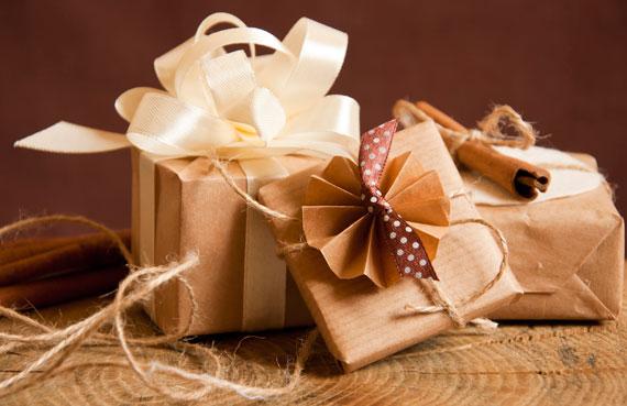 158169988 klein Weihnachtsgeschenke kreativ verpacken