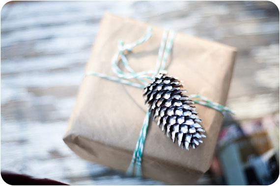 Kreative Verpackung mit Tannenzapfen