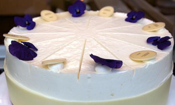 Blüten als Deko-Highlight auf den Torten bei Princess Cheesecake