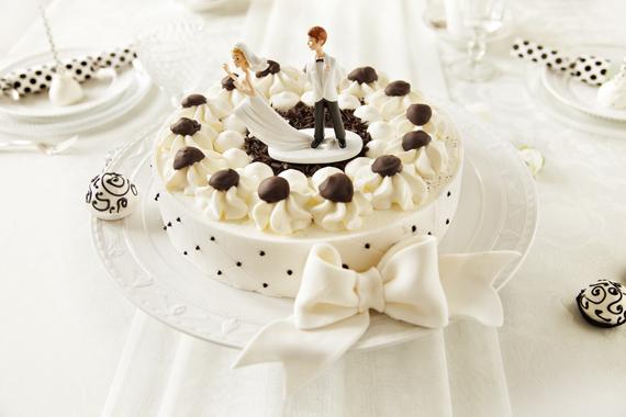 KuKu Hochzeit SW  061 3 4 570x380 Hochzeit mit Torte nach Schwarz Weiß Wälder Art