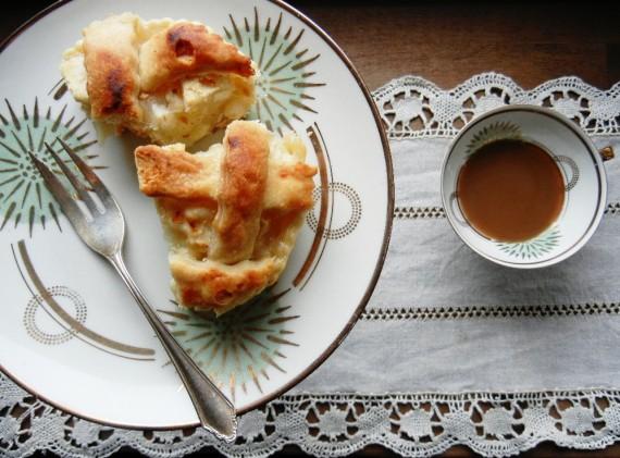 Apfel-Kuchen-Kaffee-Tafel
