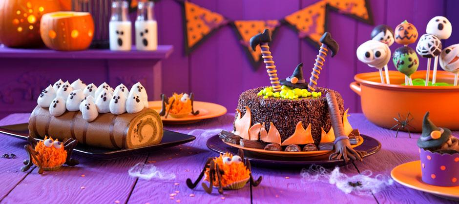 It's Halloween again!Geisterstunde mit Hexen, Gespenstern und Spinnen auf dem Kuchen-Buffet