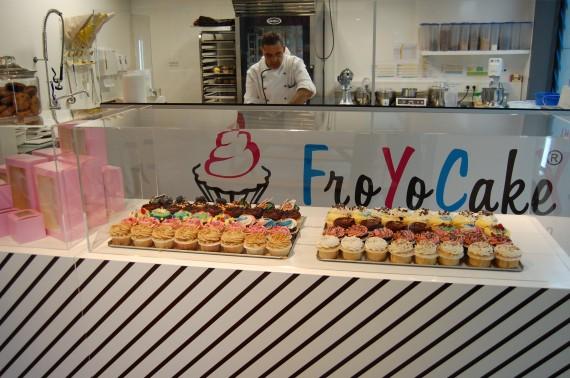 Cupcakes im Schaufenster des FroYo Cake in Berlin