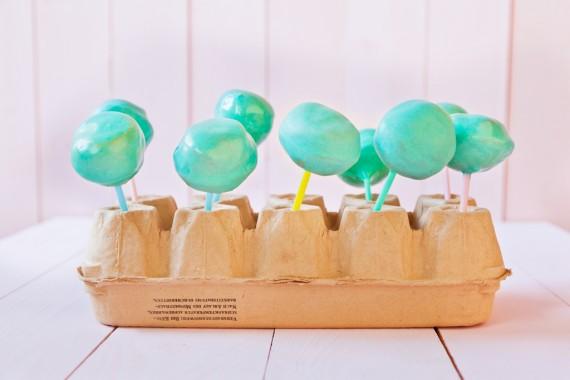 Cake Pops mit gesundem Abstand trocknen lassen