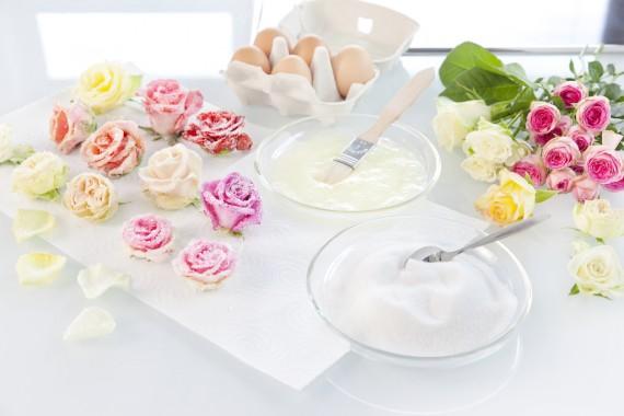 zuckerblumen f r tortendeko selber machen gezuckerte rosen. Black Bedroom Furniture Sets. Home Design Ideas