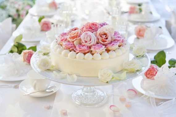 Zuckerblumen f r tortendeko selber machen gezuckerte rosen - Torten dekorieren ...