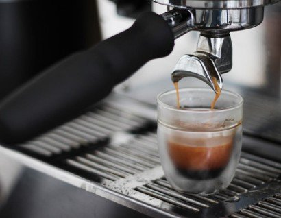 Kräftiger Espresso zu Himbeer Mascarpone
