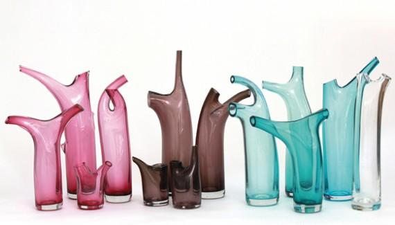 verschiedene Blumenvasen aus Glas