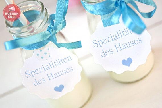 Milchflaschen als Deko für Babyparty