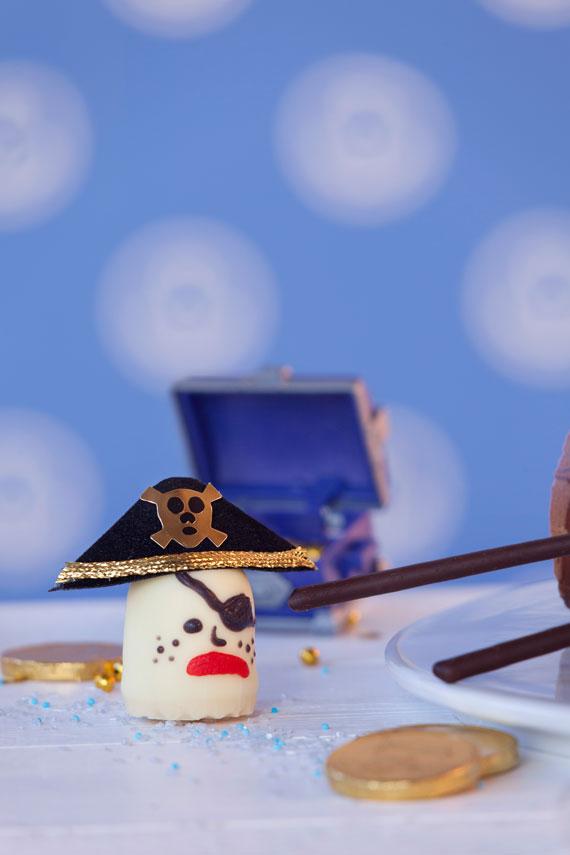 Piraten-Crew aus süßen Schaumküssen für den Piraten-Kindergeburtstag