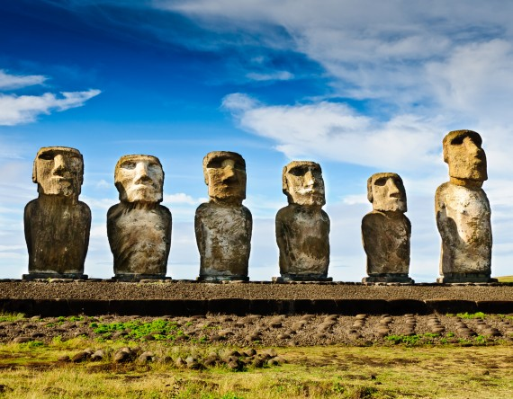 Ostern-Reisen-Urlaub-Osterferien-Steinfiguren-Osterninseln