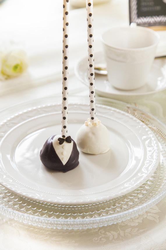 Hochzeitstorte schwarz wei black and white torte zur for Fotoalbum hochzeit selber machen