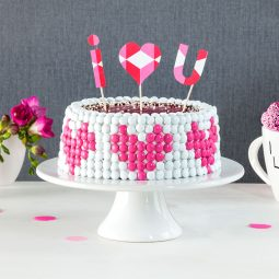 Eine Valentinstags-Torte, die von Herzen kommt