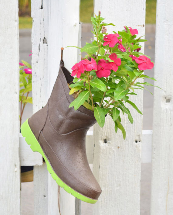 Gardening acceseries boot pot