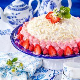 Sahnetorte Rezept für roten Fruchtrand für weiße Torte mit Schokolade