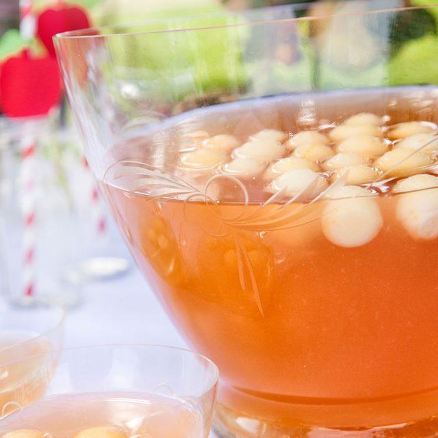 Rezept für Apfelbowle mit Apfelbällchen und Cidre