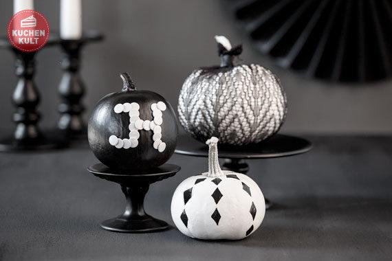 Elegante Kürbisse zu Halloween gestalten in Schwarz-Weiß