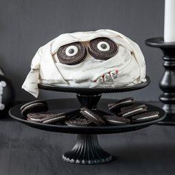 Halloween Kuchen Rezept und Idee mit Mumien-Deko und Fondant