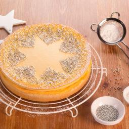 Ideen zum Dekorieren vom Weihnachtskuchen mit Sternen und Streuseln