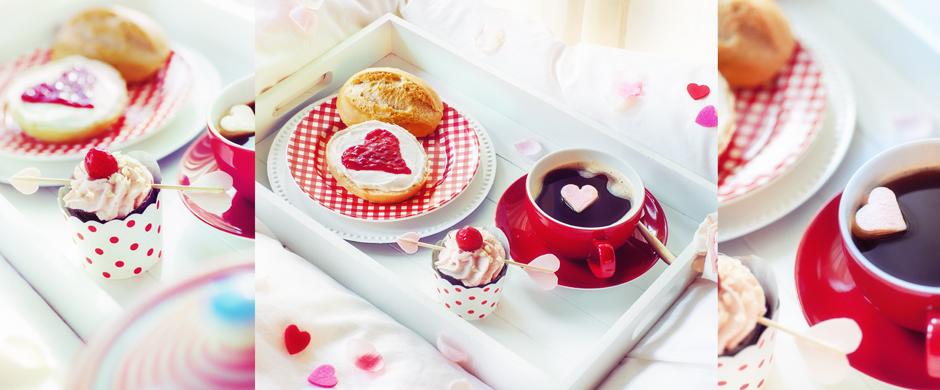 ValentinstagRomantisches Frühstück mit Herz