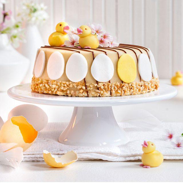 Rezept für Torte zu Ostern plus Dekoration mit gelben Küken