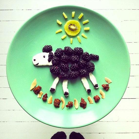 Essensbilder legen, Kinderessen, Kreative Ideen mit Obst, Himbeerschaf
