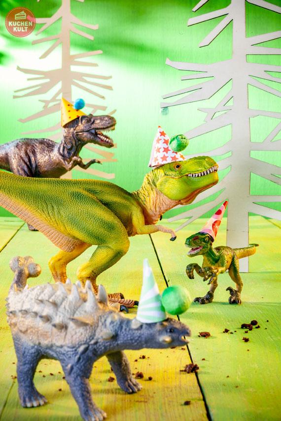 Tischdeko Mottoparty Dinos mit Partyhüten