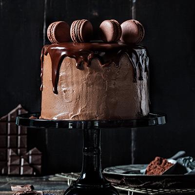 Geburtstagstorte Rezept und Deko mit Schokolade und Macarons