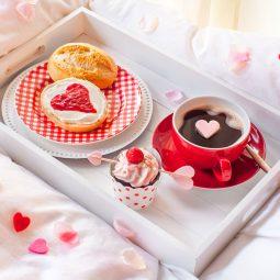 Kuchen zum Valentinstag Rezept und Deko für romantisches Frühstück