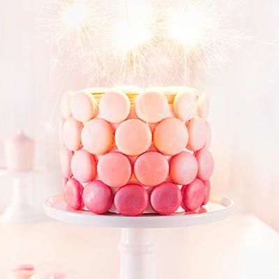 Geburtstagstorte Rezept und Deko mit Macarons