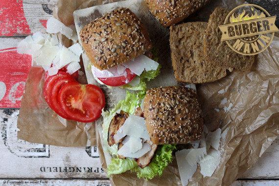 italienischer Burger aus Dinkelbrötchenr Conditorei Copperath & Wiese