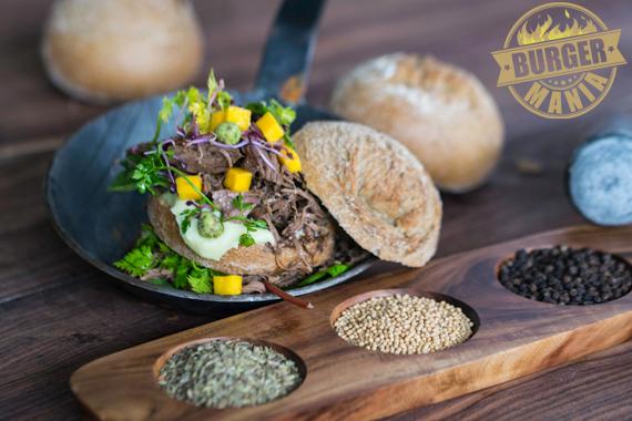 Pulled Duck Burger Bio Roggenbrötchen aus der Conditorei Copperath & Wiese