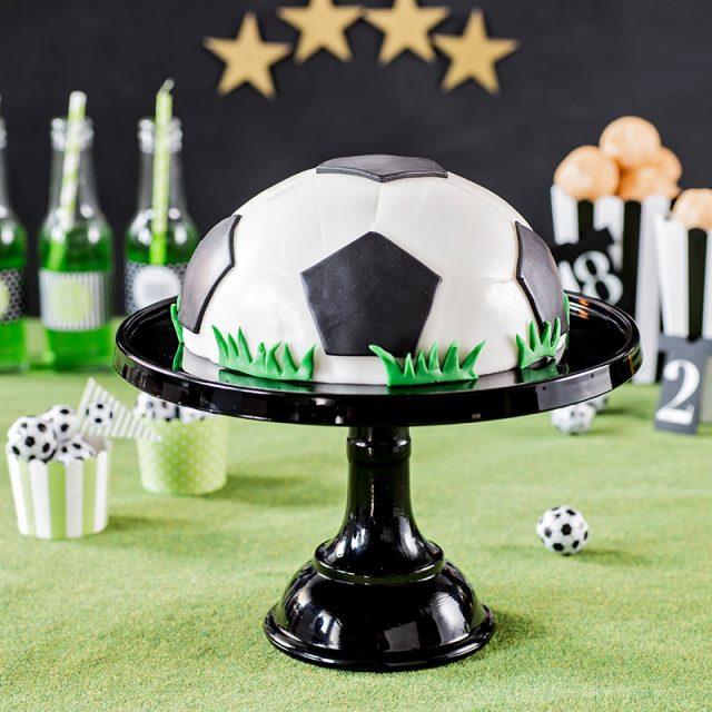 Fußballtorte Rezept und Idee mit Fondant