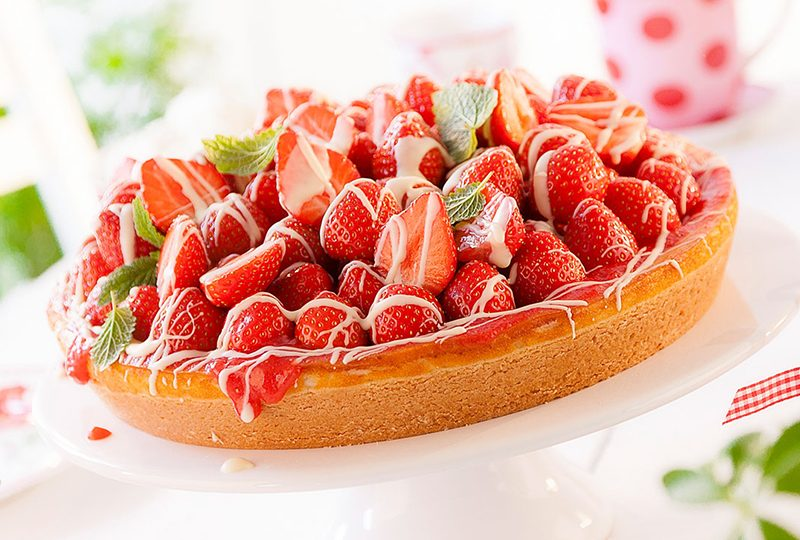 Erdbeerkuchen Rezept für Deko und Erdbeerhaube mit weißer Schokolade