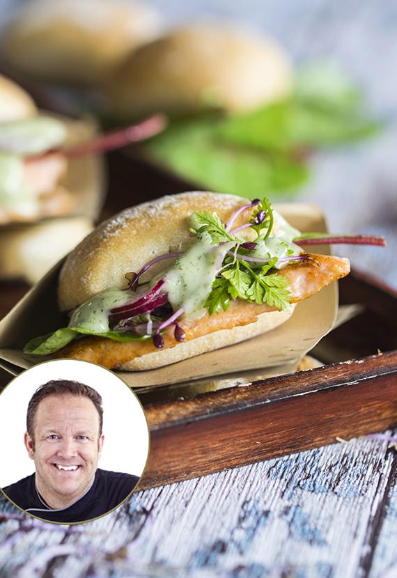 Lachs Burger mit Estragon-Buttermilch-Creme Mini-Baguettes Coppenrath & Wiese