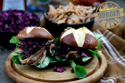 Pulled Pork Burger mit Rotkohlsalat – unsere BURGER-MANIA