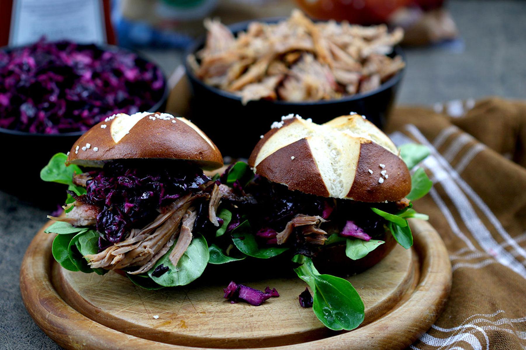 Pulled Pork Burger mit Rotkohlsalat – unsere BURGER-MANIA 1