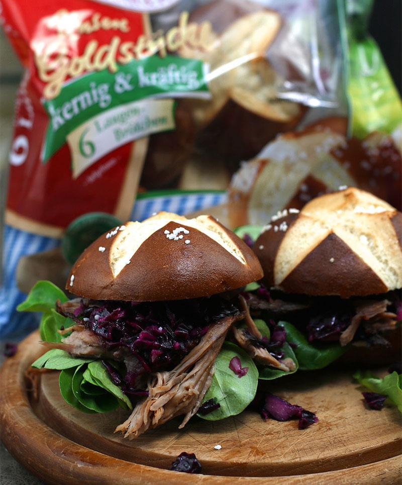Pulled Pork Burger mit Rotkohlsalat – unsere BURGER-MANIA 3