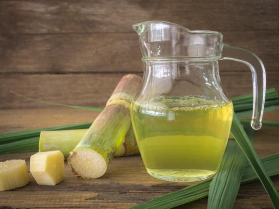 """Zuckerrohrsaft wird in Brasilien """"Caldo de Cana"""" genannt"""