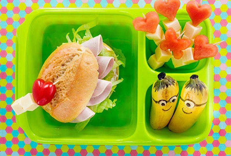 Bento Box Rezept für belegtes Brötchen mit Mini-Bananen
