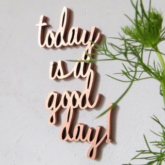 kuchenkult_Trendfarbe_Rosa_Rosenquartz_Holzschriftzug_today_is_a_good_day