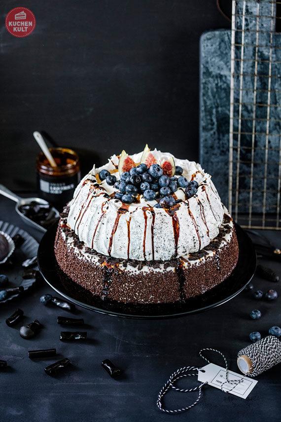 Black & White Torte Coppenrath und Wiese mit Baiser und Lakritzsoße