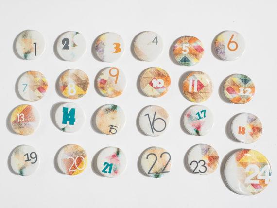 adventskalender-buttons-guenstig-unter-20-euro-kuchenkult-de
