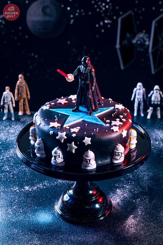Darth Vader Torte aus PAULA Fleckentorte, Coppenrath & Wiese