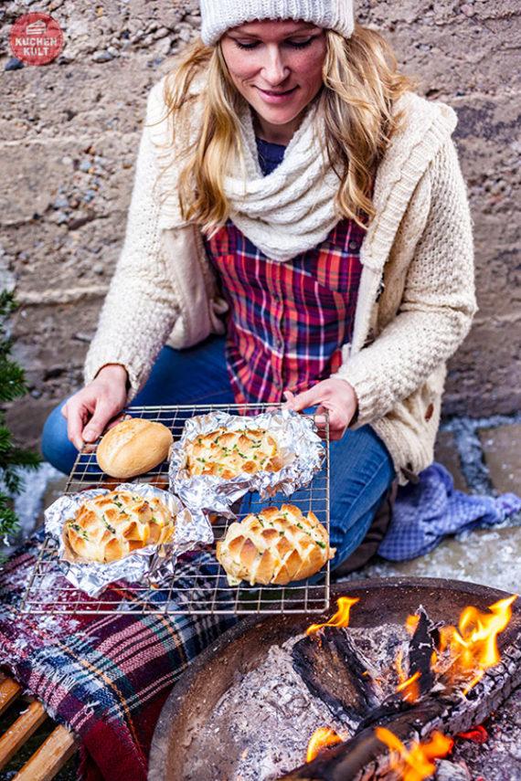 Wintergrillen Grillen im Winter Rezepte Ideen Brötchen Coppenrath & Wiese Käse Zupfbrötchen