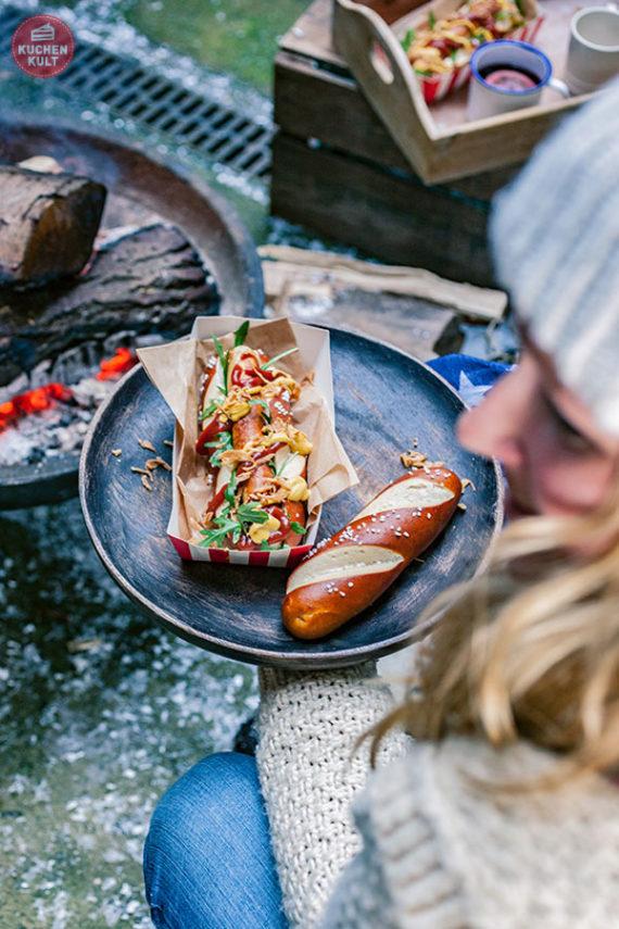 Wintergrillen Grillen im Winter Rezepte Ideen Laugenstange Coppenrath & Wiese Hot Dog Streetfood