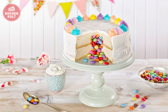Gefüllte Torte mit Smarties, Coppenrath & Wiese Käsekuchen, Trend, Geburtstagstorte