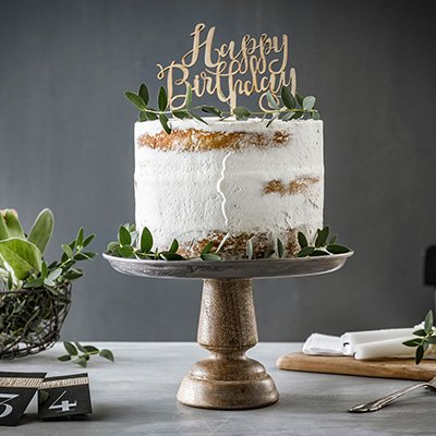 Geburtstagstorte Rezept aus Apfelkuchen dekoriert