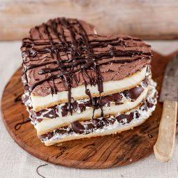 Kuchen zum Valentinstag Rezept und Idee für Torte mit Schokoküssen